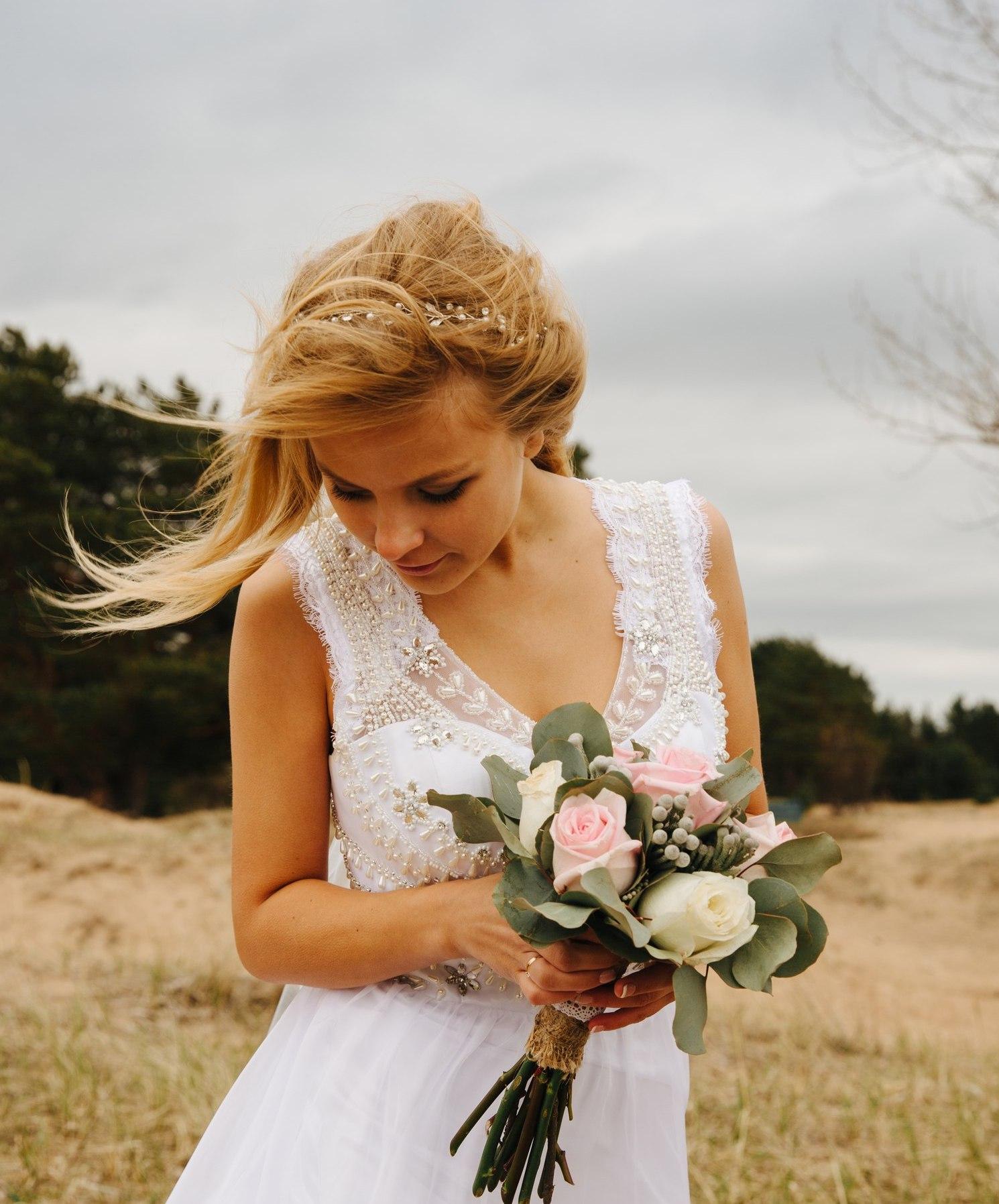 dostavka-tsvetov-tseni-na-svadebnie-buketi-v-spb-oranzh-tsvetov-novosibirske
